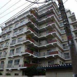 総戸数100戸のビッグコミュニティ 内装リフォーム 中野駅まで徒歩3分以内の物件です(外観)