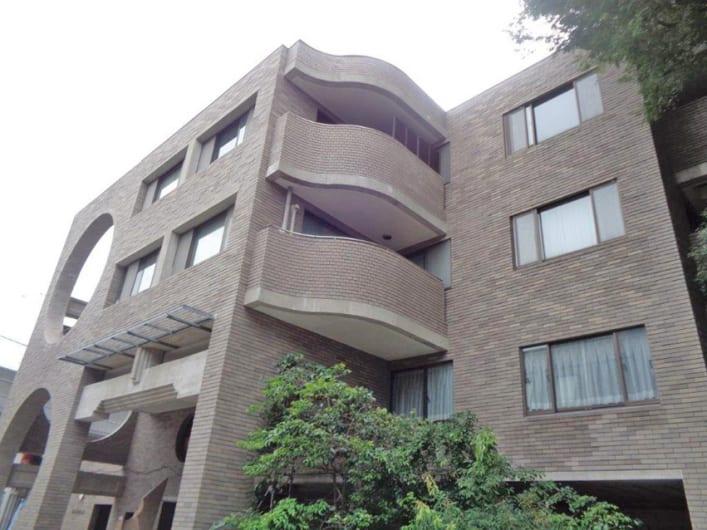 新規内装リノベーション  3階部分3方角部屋   安心のオートロック  全室フローリング  ペットと一緒に暮らせます 吉祥寺駅より徒歩6分の好立地(外観)
