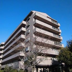 駅徒歩9分の好立地 通勤通学に最適 最上階の角部屋で陽当たりも通風も眺望も良好なお部屋です 内装はリフォーム済みで綺麗です(外観)