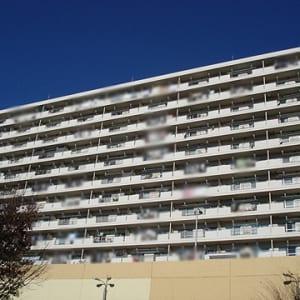 新規内装リフォーム 4階部分南西角部屋につき陽当たり・通風・眺望良好 ペットと一緒に暮らせます 全室フローリング 高尾駅より徒歩1分の好立地(外観)
