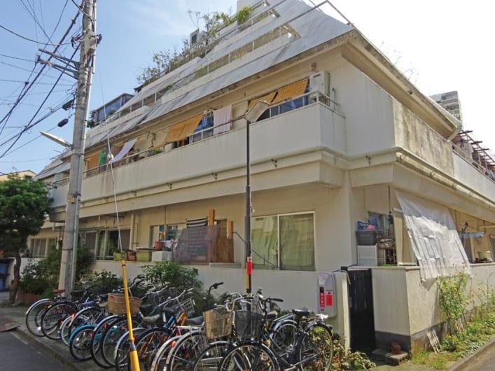 新規内装リノベーション済 多数路線利用可能最寄り駅徒歩東新宿駅まで徒歩4分以内の好立地 15畳の広々リビングルーム 2畳の納戸付 収納充実 浴室には追い焚き機能あり ペット飼育可能物件です(外観)