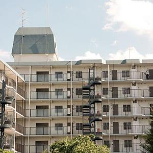 8階建て7階部分・三方角部屋で陽当り・眺望・通風良好!新宿副都心&富士山が望めます!新規内装リノベーション済!(外観)
