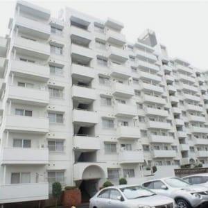 10階建ての9階部分!南東向きで陽当り・眺望良好!両面バルコニーで通風良好!住宅ローン減税適合物件!(外観)