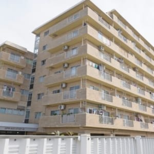 ペットと一緒に暮らせます 安心のアフターサービス保証付き 8階建ての2階部分 新規内装リフォーム物件(外観)