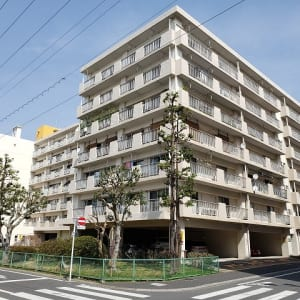 7階建て4階部分 南西向きのため陽当り・眺望良好 家具・エアコン付き 安心のアフターサービス保証付き(外観)