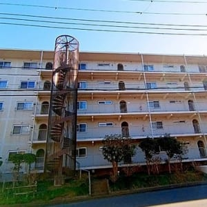 11階建ての5階部分 緑豊かな住環境 新規内装リノベーション済み物件(外観)